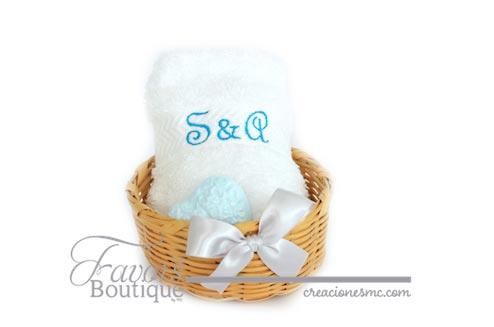 Canasta con toalla y jabón